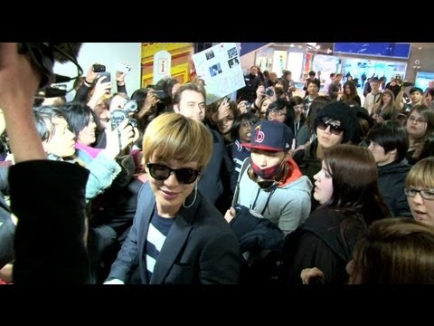 SUPER JUNIOR arrival at Paris Charles de Gaulle airport (Leeteuk, Sungmin, Yesung & Ryeowook)