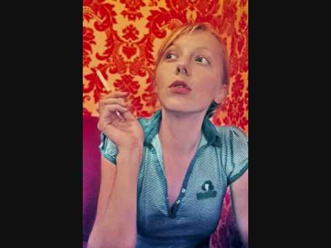 Lonely Drifter Karen - This World is Crazy