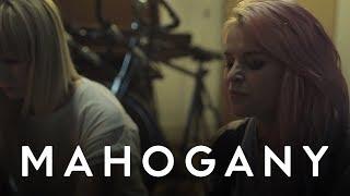 Kyla La Grange - Cut Your Teeth | Mahogany Session
