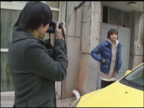Ryeowook and Kyuhyun take photos of each other