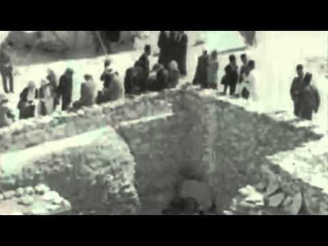 29.11.1922 - Хауърд Картър отваря гробницата на фараон Тутанкамон за публика.