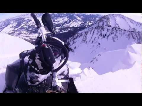 Страшно возење со моторна санка