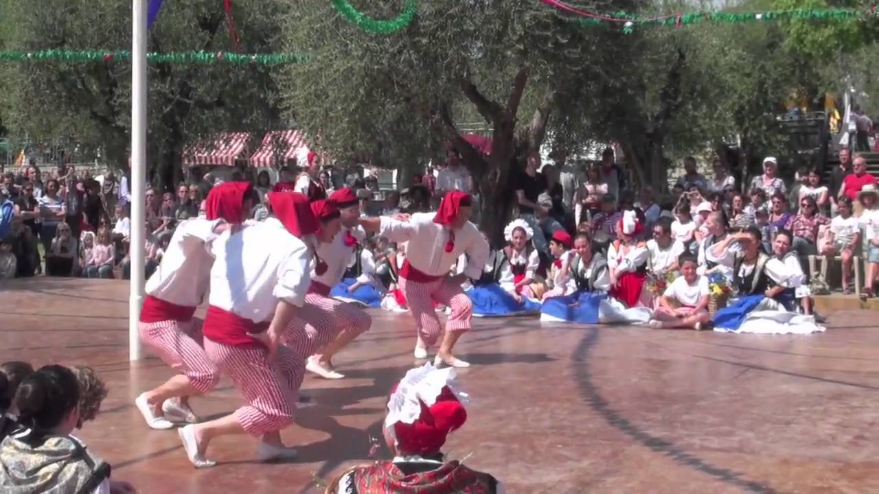 French Folk Dancing - ...