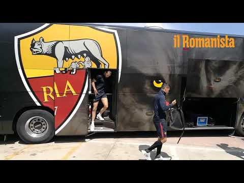 VIDEO - L'arrivo della Roma a Perugia: foto e autografi con i bambini in albergo