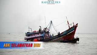 Kapal Muatan 50 Ton Ikan Tenggelam di Pelabuhan Rembang