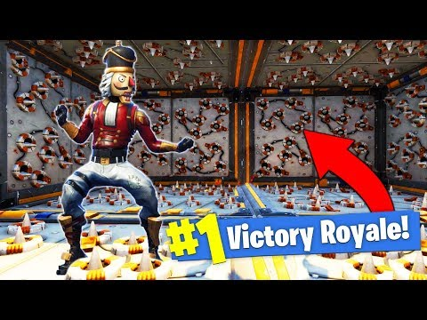 Building a DEADLY TRAP ROOM In Fortnite Battle Royale!