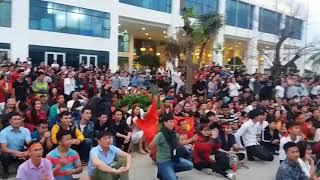 U23 Việt Nam vs U23 Qatar   khoảnh khác cổ động viên ăn mừng việt nam