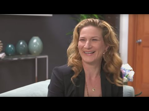 Bestselling Author Ann Brashares & SNL's Ana Gasteyer Chat Traveling Pants and the Future