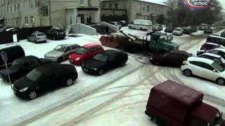 Мусоровоз снес припаркованую машину