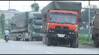 VTC14_Khó ghi hình CSGT hòa bình dẫn xe quá tải đi trốn