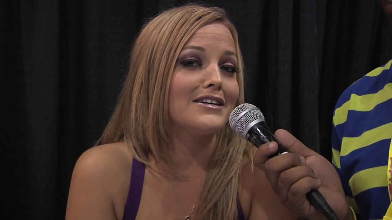 J.Hood Interviews Alexis Texas At Exxxotica Chicago 2013