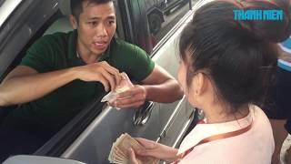 Trạm thu phí Cai Lậy xả cửa vì tài xế mua vé bằng tiền lẻ