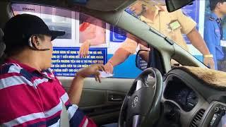 CLIP Tài xế trả tiền lẻ ở BOT Cai Lậy bị cẩu xe