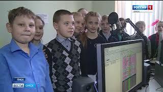 Представители хоккейной лиги НХЛ Омск и ГТРК «Иртыш» по традиции вручили подарки детям