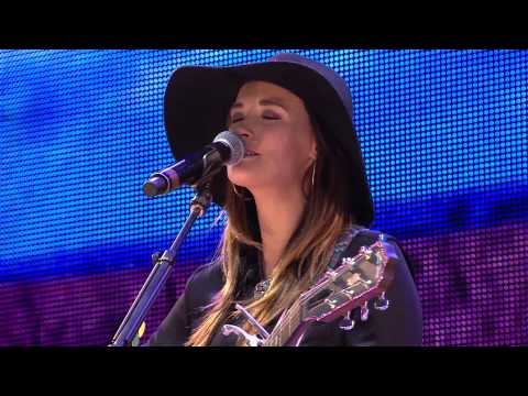 Kacey Musgraves - Merry Go 'Round (Live at Farm Aid 2013)