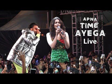 Alia bhatt and ranveer singh live rap Performance Apna Time Ayega With Huge Crowed