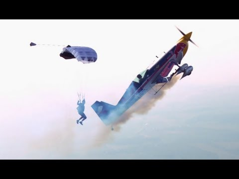 Airplane vs. Parachutist - Martin Sonka & Petr Mestak 2013