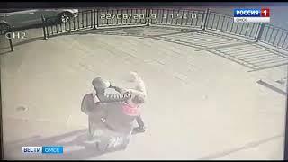 Неизвестные сломали памятник Городовому на Любинском проспекте Омска
