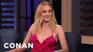 """Sophie Turner & Maisie Williams Locked Lips On The """"Game Of Thrones"""" Set - CONAN on TBS"""