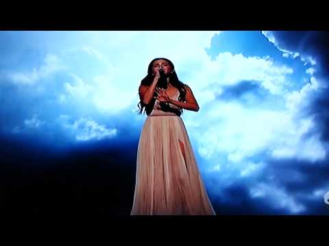 Selena gomez emotional performance at AMAs