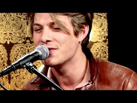 Hanson - MMMBop (Acoustic) | Take 40 Live