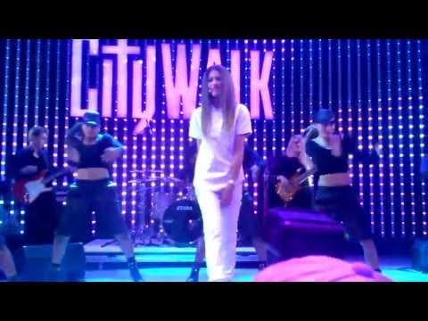 Baixar Zendaya - Replay Live at Universal CityWalk