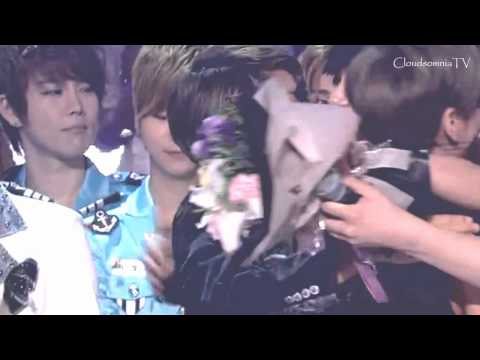 YeWook moment #273 : during the group hug