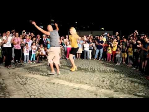 """Како се игра турскиот популарен танц """"Колбасти"""" со високи потпетици на калдрма?"""