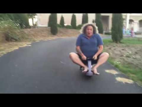 2 CRAZY MEN RACING KIDS CARS HILARIOUS