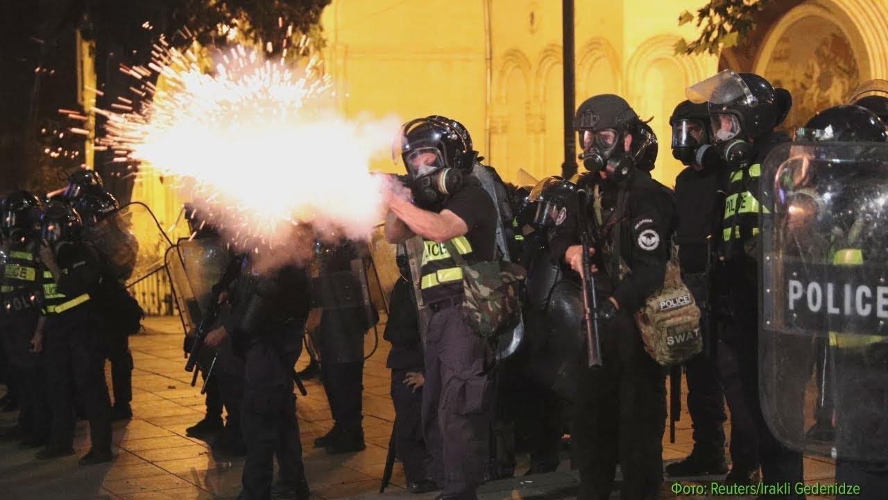 Полиция ответила пулями на штурм парламента Грузии