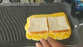 Sandwich de huevo, jamón y queso.