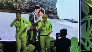 Chú rể Huy Nam hát chung với Bảo Kun