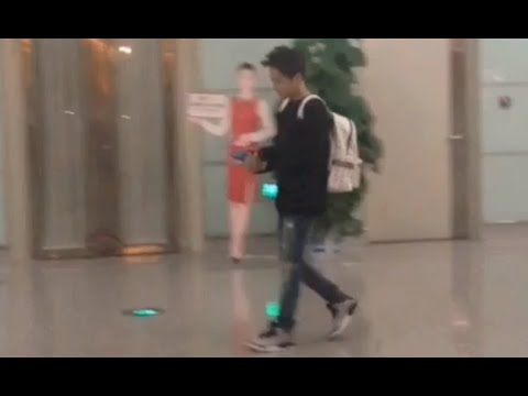 [Fancam] EXO Xiumin & Lay Funny Moment at Airport