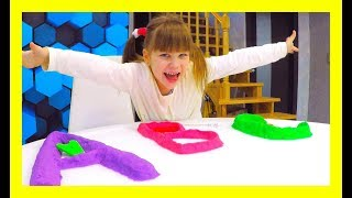 ABC and Alice! We learn letters with kinetic sand! ABC SONG