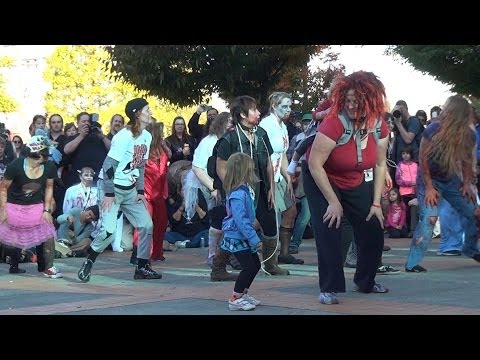 "2013 ""Thriller"" dance in 3D at the Portland Zombie Walk"