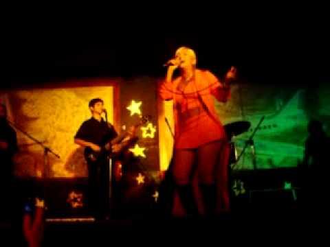 La pollera amarilla en vivo en Mercedes - Gladys la bomba tucumana