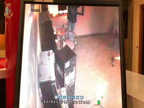 Furto a un cambiamonete in un bar di Reggio Emilia
