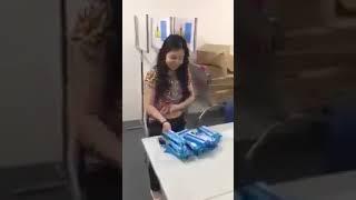 Xem Chị gái trộm 1 đống đồ nhét vào vùng nhạy cảm