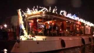 Christmas parada on the canal!