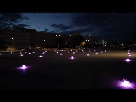 49 synchron angesteuerte Quadrocopter - voestalpine Klangwolke