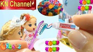 KN Channel GIÁO DỤC MẦM NON | BÚP BÊ BARBIE CHƠI BỒN TẮM HẠT NỞ | Đồ chơi trẻ em CỦA BÉ NA