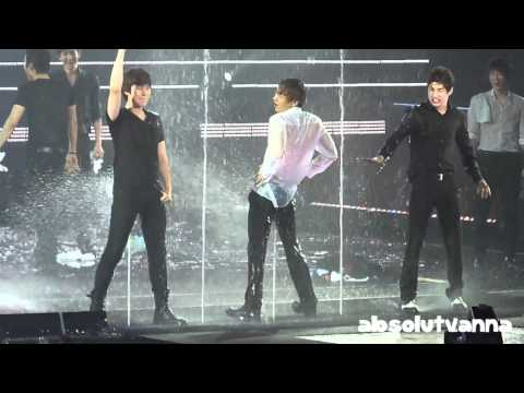 [HD/Fancam] 120219 Super Show 4 in Singapore Water Attack!