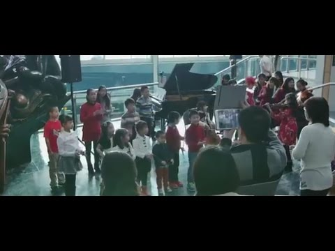 Christmas Children's Flash Mob at YVR Airport