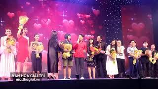 Kiều Minh Tuấn hôn Cát Phượng trong liveshow 'Em 18 chưa'