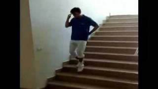 Вижте този си слезе по стълбите!!!