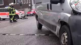 NRWspot.de | VU Malteser-Einsatzfahrzeug mit Sonder- und Wegerecht mit Transporter kollidiert