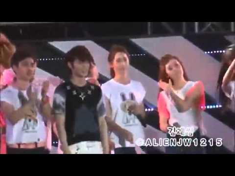 Jonghyun moments with Yoona and Jessica + pulling Leeteuk's shirt @ SMTown in Seoul 120818