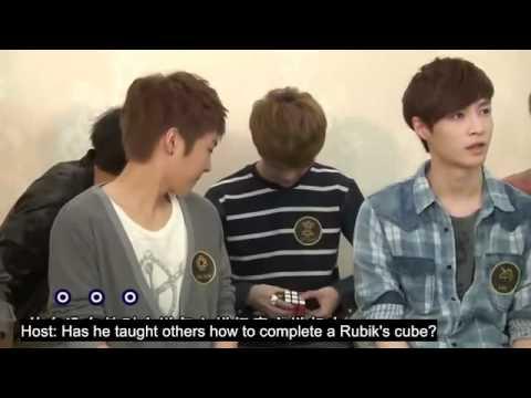 luhan playing  rubik's cube