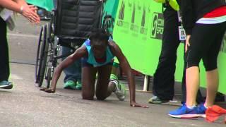 Кенийская марафонская бегунья приползла к финишу на четвереньках