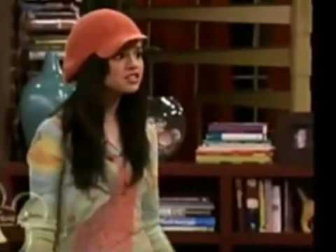 Selena Gomez hablando en español
